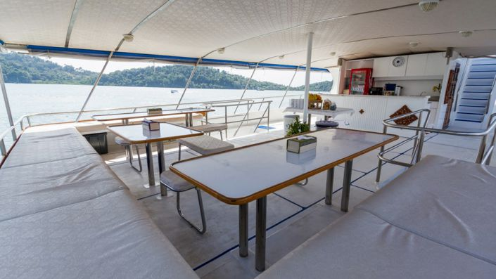 Tauchschiff Pawara Outdoor-Dining