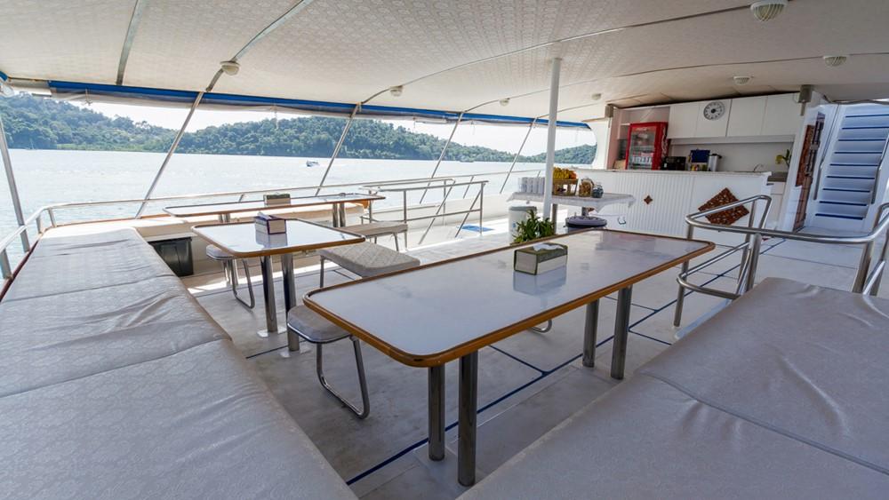 Tauchschiff Pawara Outdoor-Dining