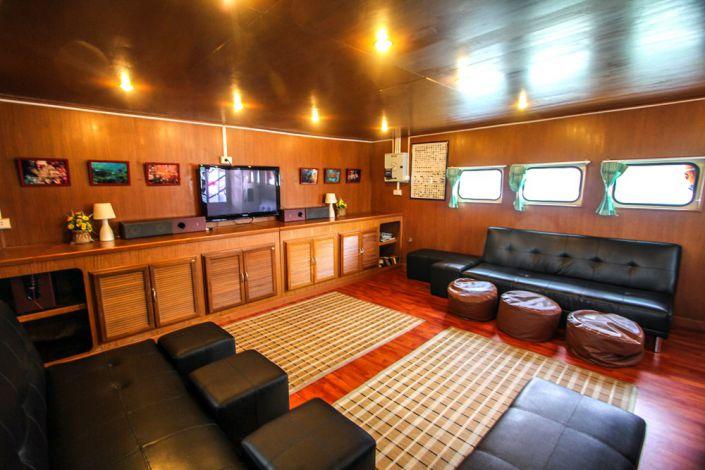 Tauchschiff Manta Queen 3 Saloon