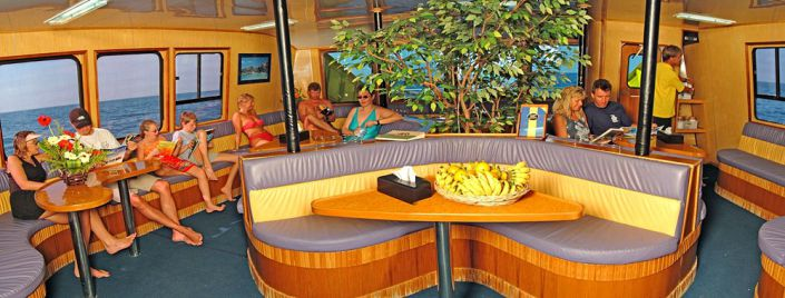 Tagestour Tauchschiff MV Stingray Tauchdeck Salon