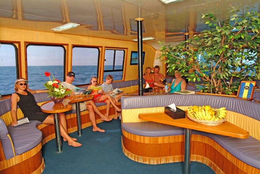 Tagestour Tauchschiff MV Stingray Salon