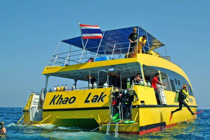 Tagestour Tauchschiff MV Stingray Tauchdeck