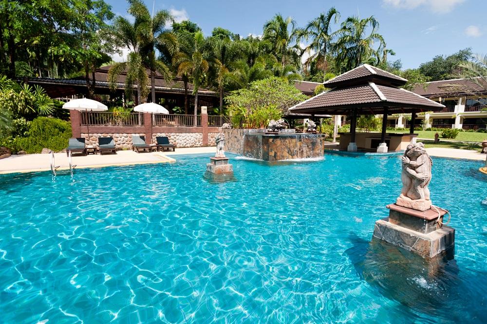 The Leaf on the Sands Resort Pool