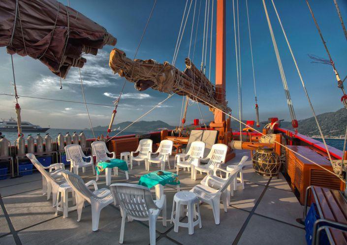 An Deck des Seglers Tauchschiff The Junk