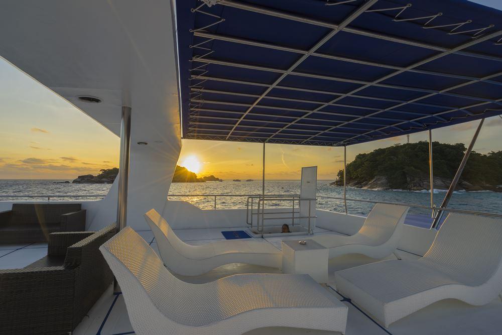 Tauchschiff MV Sawasdee Fasai Sonnendeck